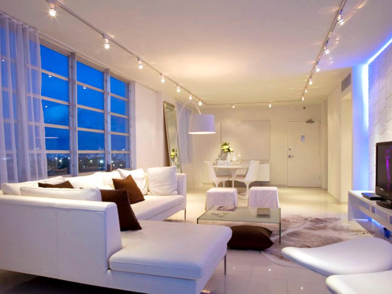 Трековые светильники рассеянного света общего освещения в гостиной